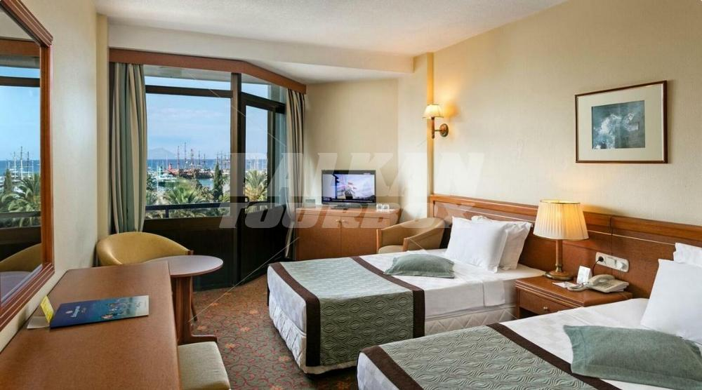 Hotel ozkaymak kemer marina 5 holiday in turkey for Big box hotel bomonti