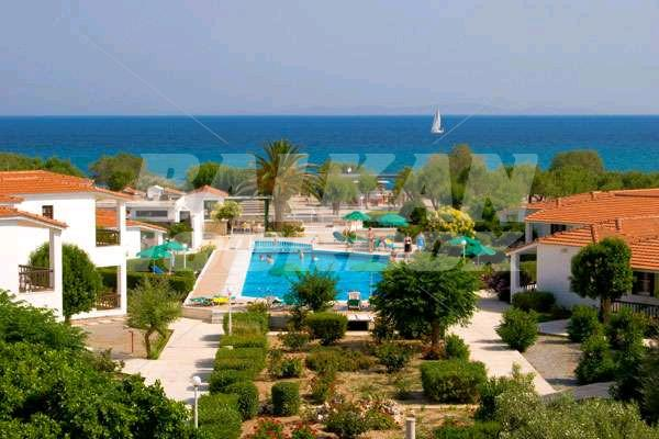 Hotel fito bay hotel and bungalows 3 holiday in greece for Big box hotel bomonti