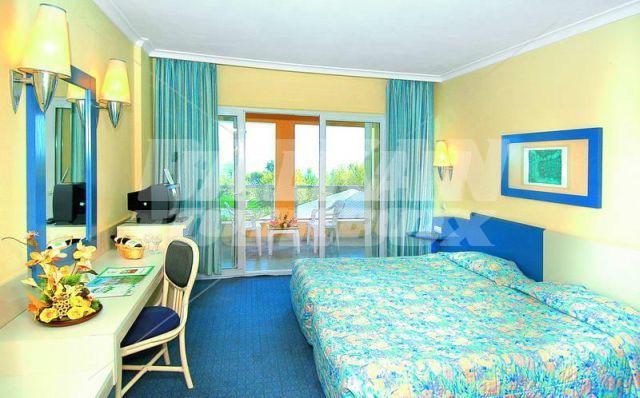 Hotel queen 39 s park le jardin 5 holiday in turkey for Big box hotel bomonti